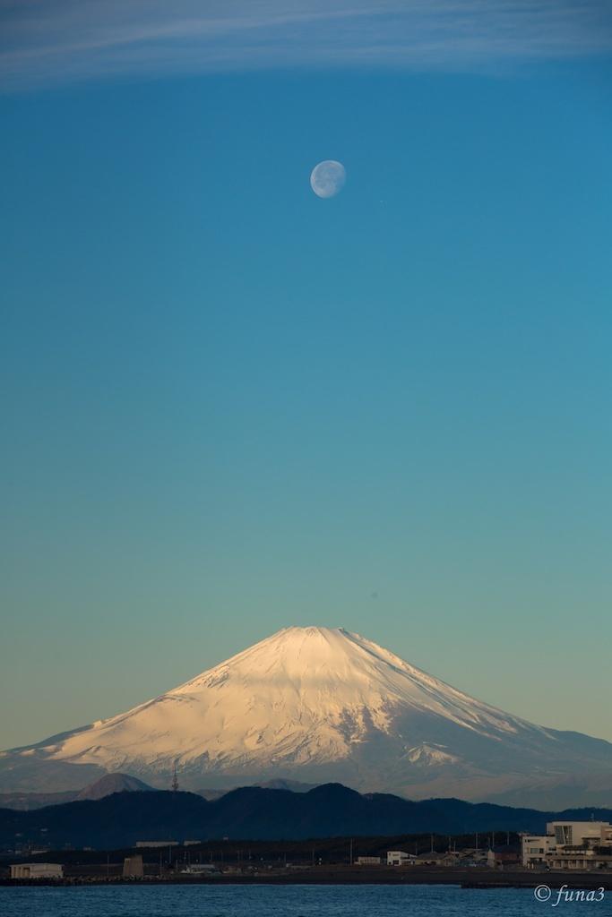 Fuji and Moon at morning new year 2013