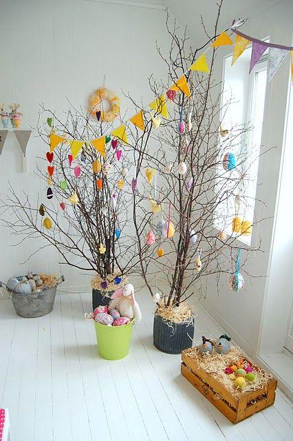 Paasbomen in huis.