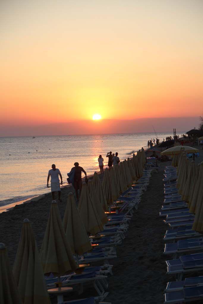 spiaggia nel Salento  e tramonto
