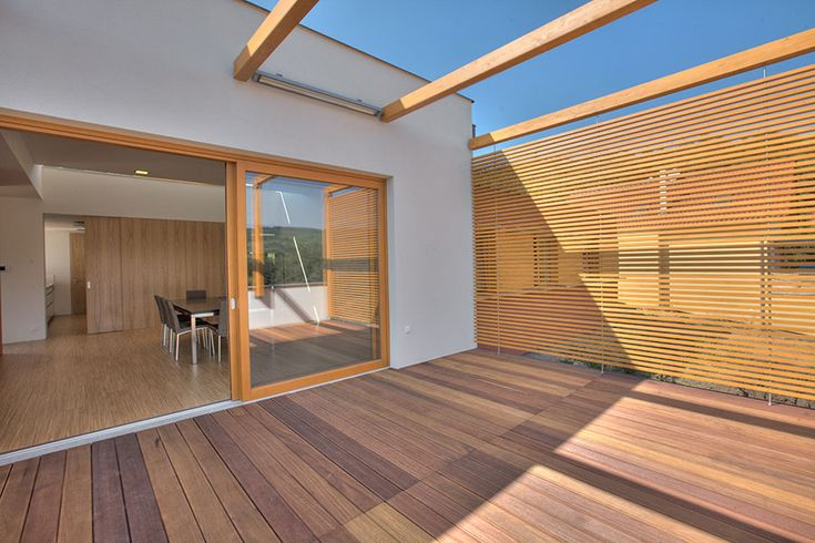 Träkomposit som altangolv? Här får du tips om träkomposit och trall av komposit när du ska välja träkomposit för altan och altangolv.