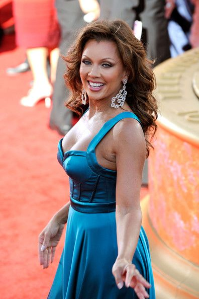http://www1.pictures.stylebistro.com/gi/61st+Annual+Primetime+Emmy+Awards+Arrivals+CKONbkYOxnal.jpg