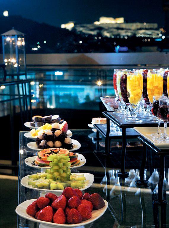 Athens Ledra Marriott Gourmet Catering - Η εκπληκτική θέα στην Ακρόπολη από το Panorama Pool area