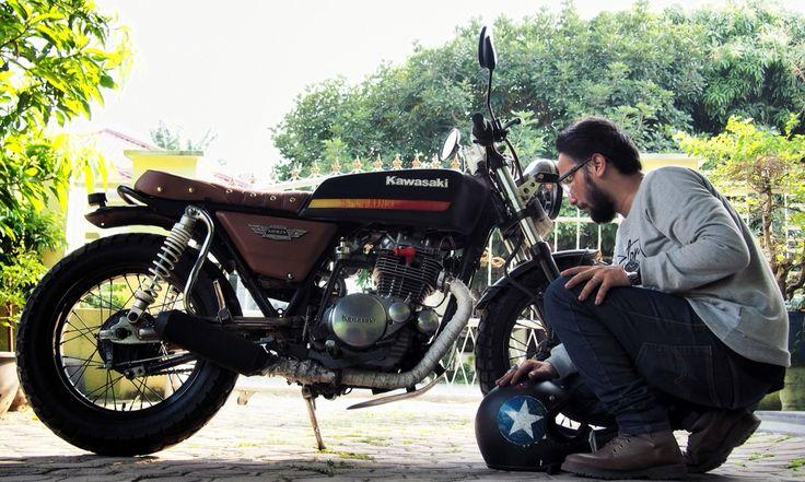 The most important thing is to have a good relationship with the bike... you have to understand what he wants.  With soul,passion,and joy -Rhazie yuan vankha-  #kz200  #kz_200  #kz200custom  #kz200indonesia  #kawasaki  #kawasakibinter  #bintermerzy  #1980  #platina  #cakilhelmet  #weinbrenner  #binjai  #medan  #bratcafe  #bratcaferacer  #indonesia