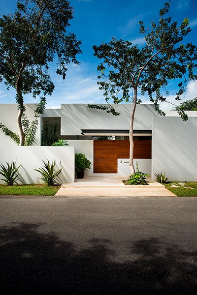 Entrance to modern award-winning house in Yucatan, Mexico by Seijo Peon Arquitectos
