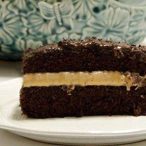 Çay sofralarınızı için güzel bir kek tarifi yalnız bu keki yaptığınızda başka bir tatlı yapmanıza gerek yok:) Fıstık ezmesi, kakaosu ve çikolata sosuyla yoğun bir tatlı lezzetinde olduğu için tek başına yapılıp yanına salata ve tuzlularla ikram edilmesi kafi:)2 adet 22 veya 24 cm'lik kelepçeli k