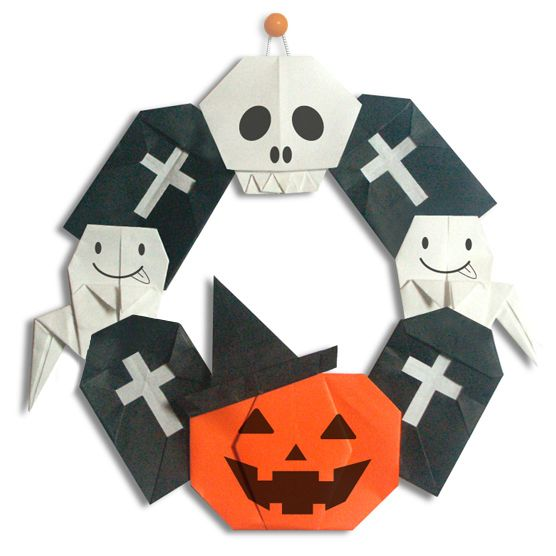 Origami Halloween Wreath. Ally would love to make this.
