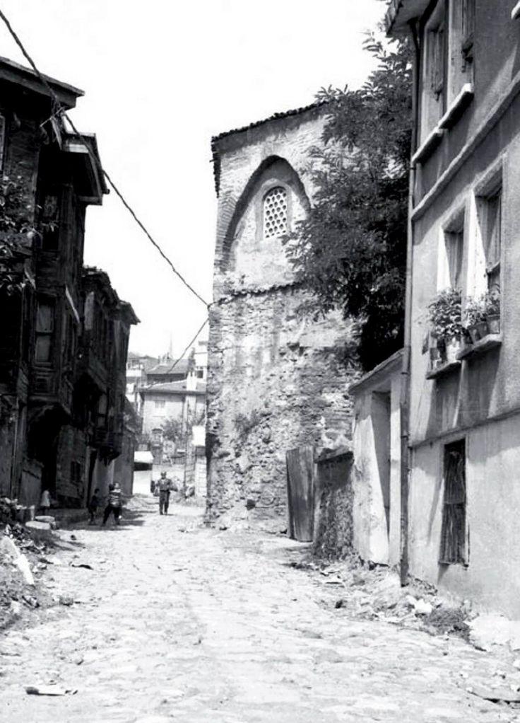 Zeyrek Caddesi - Şeyh Süleyman Mescidi çeşmeye bakan sokak Günümüz:https://harita.yandex.com.tr/-/CVWGaZZ0