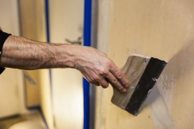 7 Crazily Simple Steps to Repairing Cracks in Plaster Walls: Repairing Plaster Wall