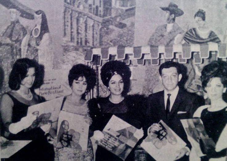 La diva Elsa Aguirre con la actriz Regina Torné, Miguel Alemán Velasco, y las divas Ana Bertha Lepe y Maricruz Olivier.-1950s