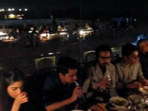 Cooco' s Den on Food Street in Lahore/Pakistan (video)