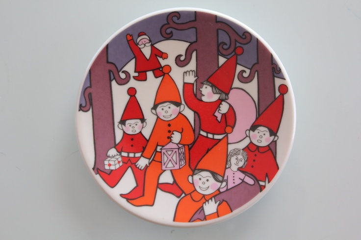 Christmas Card, collectible plate by Arabia Finland. $31.00, via Etsy.