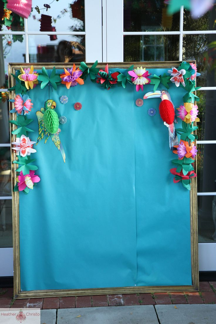 A fabulous Tropical backdrop. Perfect for a Moana birthday party!
