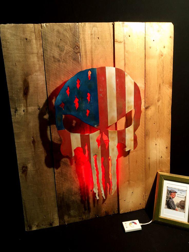 Unieke upcycling wand decoratie pallet hout paneel doodshoofd regelbare led verlichting USA vlag S2 door AdhemarUpcycling op Etsy