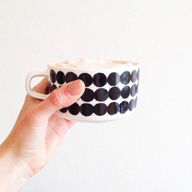 Always the right time for coffe somewhere in the world. //#marimekko #marimekkohome #regram  #siirtolapuutarha // Photo by @ane_h_ // Siirtolapuutarha Oiva by marimekkodesignhouse