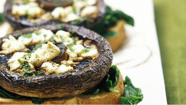 Tento pokrm může být podáván s toustem jako samostatný předkrm, nebo jako chutné vegetariánské jídlo. Pro změnu můžete použít i houby Portobello.