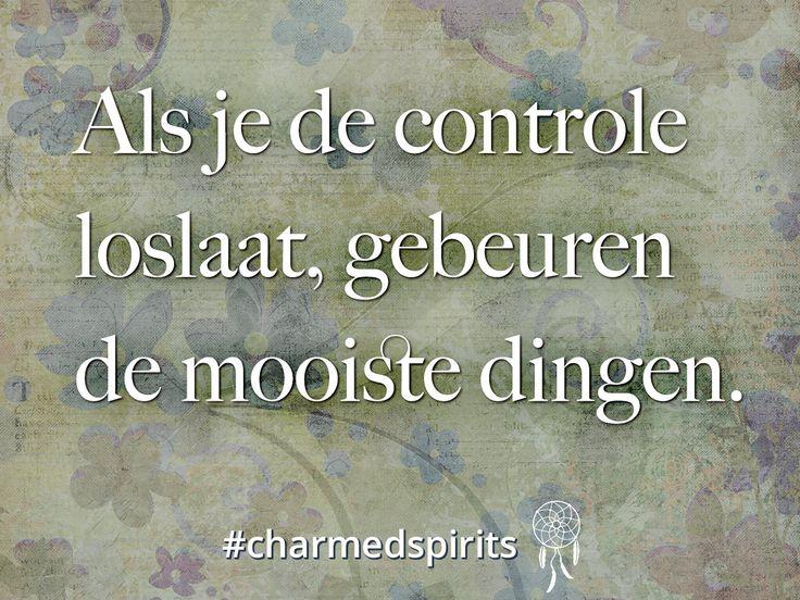 Als je de controle loslaat, gebeuren de mooiste dingen. #quote #spiritueel los laten