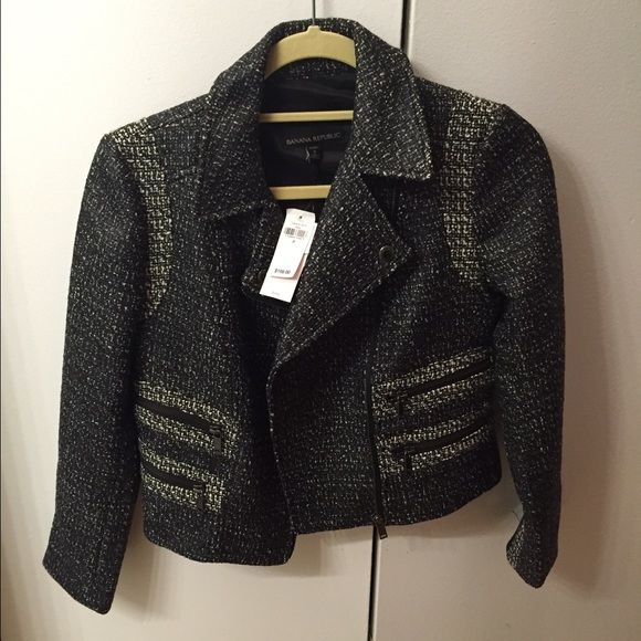 NWT Moto jacket/blazer NWT Moto jacket/blazer. Tags still on. petite sizing. Cropped above hips. Zippers on both wrists. Banana Republic Jackets & Coats