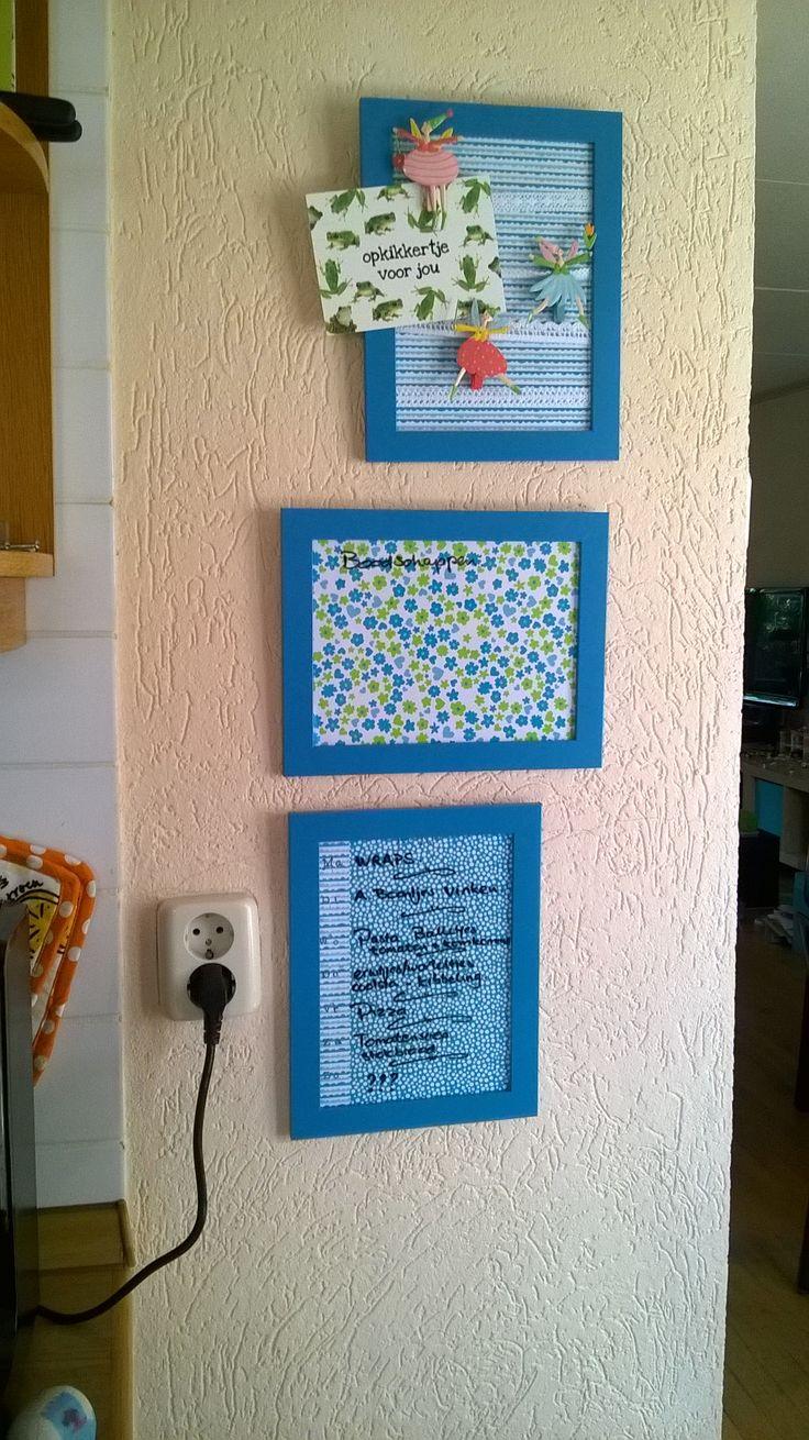 Nooit een memo bord kunnen vinden dat past op dit plekje. Lijstjes van Ikea, je kan er gewoon met een whiteboard stift op schrijven... schoonpoetsen moet wel even met een nat doekje.