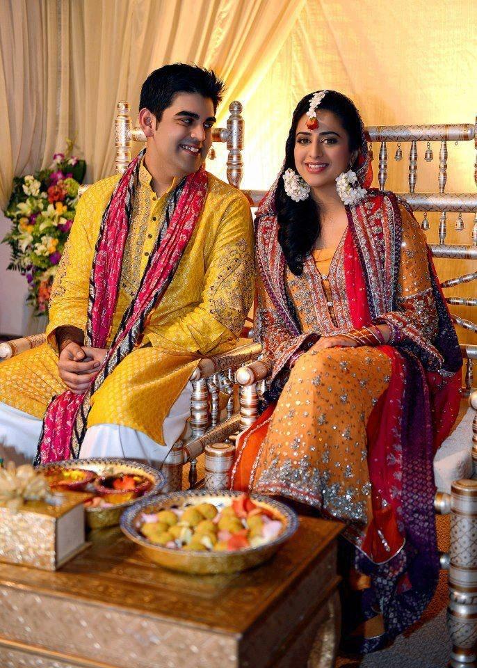 Dulhan dhulhan mehndi outfit yellow kurta pink dupatta red dupatta traditional look ...
