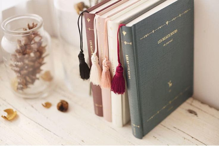 The *Les Beaux Jours de Journal Tassel Planner* is an elegant and sophisticated planner! This dateless planner has a hardcover accented with gold foils, and the tassel also adds the classy look to the planner. There are 4 different color variation...