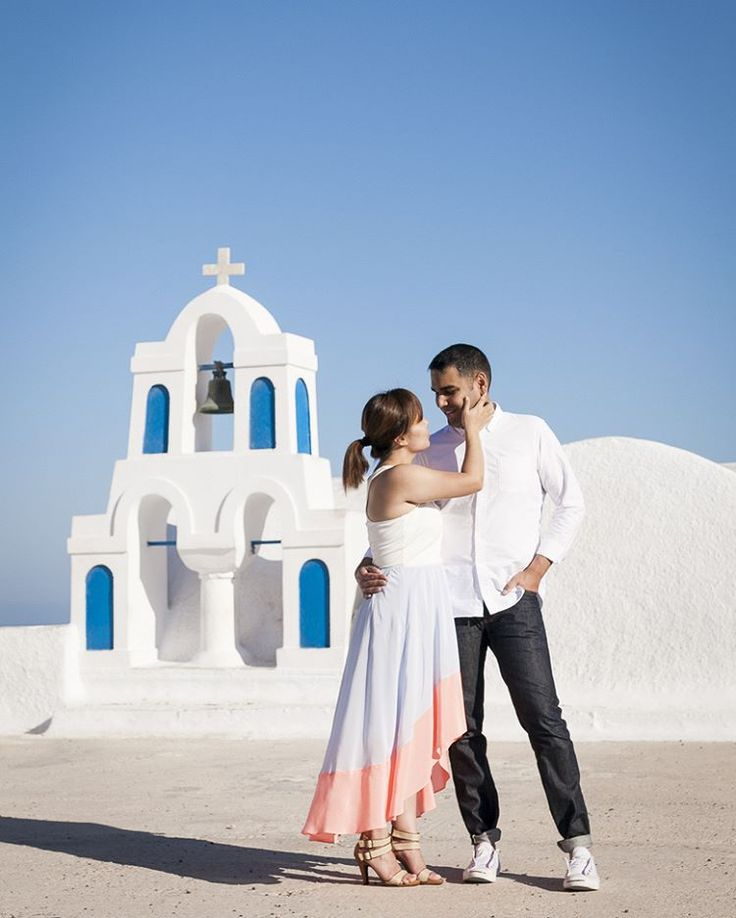 #santoriniphotographer #honeymoon #engagement #destinationwedding #santorinigreece #santoriniisland #santorini #oia #evarendl