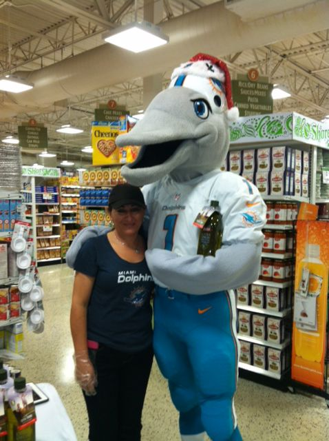 Want to try the Badia Spices, Inc. Olive Oil? Visit the Publix Super Markets store located in Winston Park at 5365 Lyons in Coconut Creek, FL 33073 from 11am to 1pm on December 20th and meet Miami Dolphin Alumni, Cheerleaders, and TD the Miami Dolphins Mascot while enjoying a tasty treat with Olive Oil! 5% of all global 1 LT Badia Olive Oil sales benefit The Dan Marino Foundation!