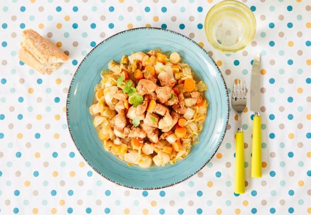 """750g vous propose la recette """"Le poulet aux endives et graines de sésame"""" publiée par Perle du Nord."""
