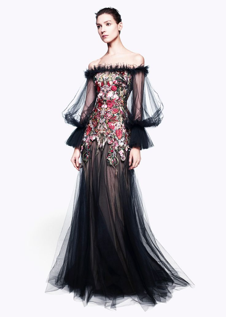 gown / Alexander McQueen Pre-Fall 2012: Prefal 2012, Alexander Mcqueen, Mcqueen Prefal, Alexandermcqueen, Beautiful, Dresses, Costume, Photo Galleries, Haute Couture