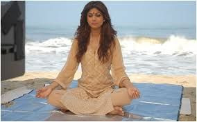 Bollywood star Shilpa Shetty teaches you yoga for weight loss