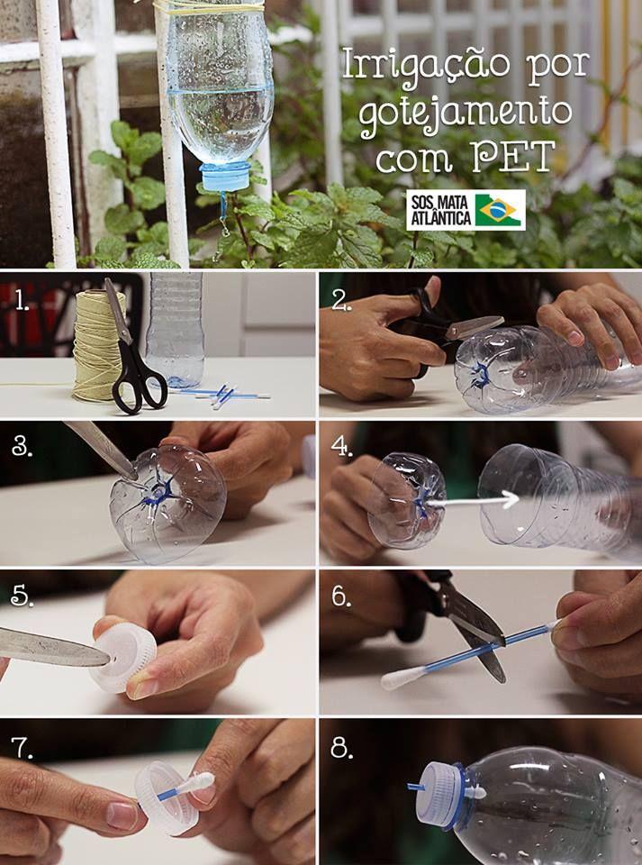 SOS Mata Atlântica: Irrigação por gotejamento. Para economizar água também no cuidado com as plantas, uma boa dica é fazer a irrigação por gotejamento com PET. Com materiais simples é possível preparar um gotejador caseiro que mantém a planta sempre úmida. Veja o passo a passo:  1. Você vai precisar de garrafa PET, tesoura, cotonete e barbante.  2. Para começar, corte o fundo da garrafa.  3. Faça furinhos na parte de baixo. Dica: Para facilitar, esquente a ponta da tesoura.  4. Coloque o…