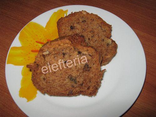 Γεύση Ελευθερίας: Κέικ με μήλα και καρύδια