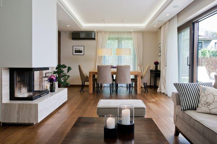 Salon z jadalnią, otwarta przestrzeń, eleganckie wnetrza. Zobacz więcej na: https://www.homify.pl/katalogi-inspiracji/26118/stylowe-wnetrze-domu-w-krakowie