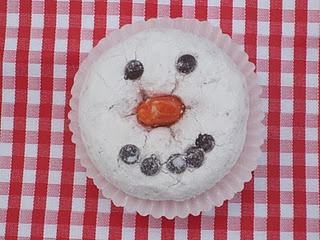 Good idea for the snowman donuts, put them in cupcake liners! Perfect way for giving them as gifts.