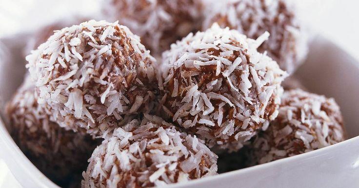 Att trolla fram nyttiga och smala chokladbollar är ingen konst! Perfekt för den som vill äta lite mindre socker.