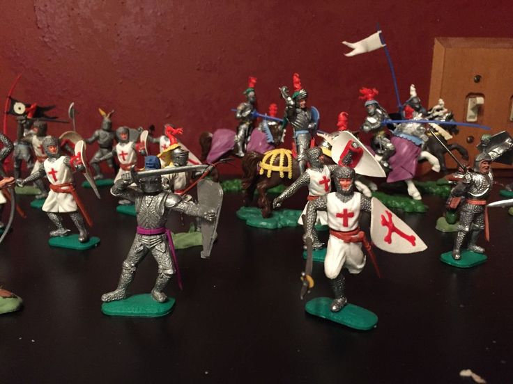 Britains Ltd Crescent? plastic toy medieval knight & crusader Elastolin? Timpo? in Toys & Hobbies, Toy Soldiers, Pre-1970   eBay