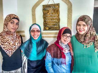 diferentes modelos de véu para mulheres muçulmanas