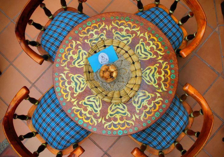 Mesas decoradas a mano