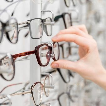 Glasses With Eyes, Geek Glasses, Big Glasses, Hipsters, Camisa Beige, Perfect Face Shape, Funny Sunglasses, Close Up, Diamond Face Shape