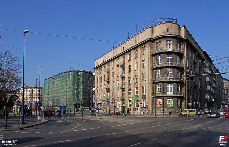 https://upload.wikimedia.org/wikipedia/commons/3/3d/Krak%C3%B3w_-_fotopolska.eu_%28255177%29.jpg