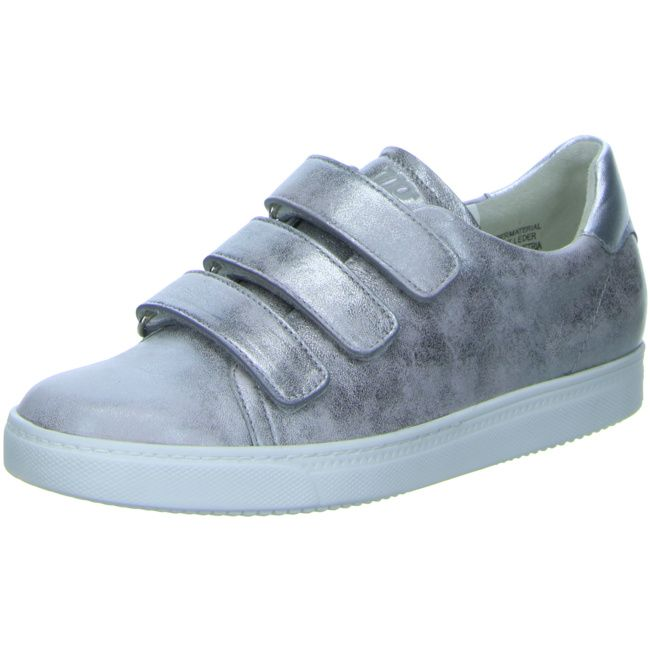 Silber ist und bleibt weiterhin ein Farbtrend in den Schuhkollektionen. (Sneaker von Paul Green: http://www.schuhe.de/damen-must-haves-eye-catchers/paul-green-silver-cp205543.html)