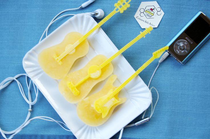 Ghiaccioli all'arancia fatti in casa, una soluzione facile facile per del ghiaccioli di vera frutta! - #ghiaccioli #ricetta #arancia #frutta #fattiincasa #homemade