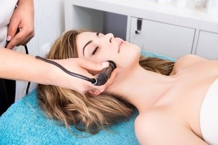 Crystal vs. Non-Crystal Microdermabrasion... http://www.fioreskinclinic.ca/advanced-microdermabrasion/?utm_campaign=coschedule&utm_source=pinterest&utm_medium=Dr.%20Buonassisi%20%7C%20Fiore%20Skin%20Clinic%20and%208%20West%20Cosmetic%20Surgery