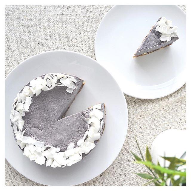 Raw Vegan Blueberry & Acai Cheesecake - HealthyJon #healthy #dessert #recipe #raw #vegan #paleo #blueberry #berry #acai #cheesecake #cake