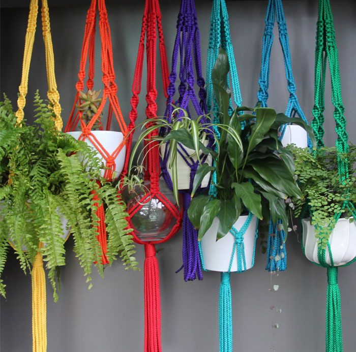 Por um mundo mais fofo com suportes de plantas em macramê! | Jardim do Coração