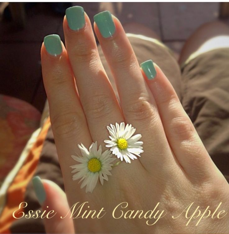 Make-up and Fashion Obsession: Nagellack: Essie 'Mint Candy Apple'