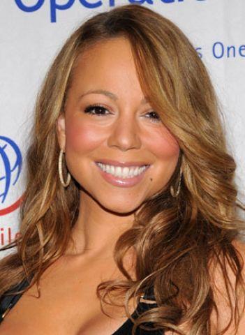 Mariah Carey'in saç rengine sahip olmak isteyen kadınlara saç stilistleri hemen aynı ten rengine sahip olup olmadıklarını soruyor. Eğer ten renginiz Mariah'ın ten rengi gibiyse hemen bir kuaföre gidin ve kahverengi saçlarınızın rengini açtırın ve sarı gölgeler uygulatın.