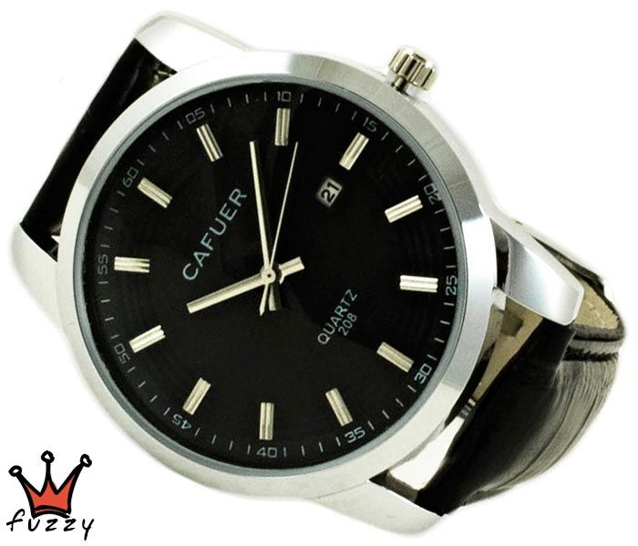 Ανδρικό ρολόι σε ασημί και μαύρο χρώμα σε κλασσική γραμμή.Ένδειξη ημερομηνίας.  Λουράκι απο δερματίνη σε μαύρο. Καντράν44 mm.