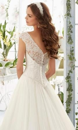 Mori Lee 5403: buy this dress for a fraction of the salon price on PreOwnedWeddingDresses.com