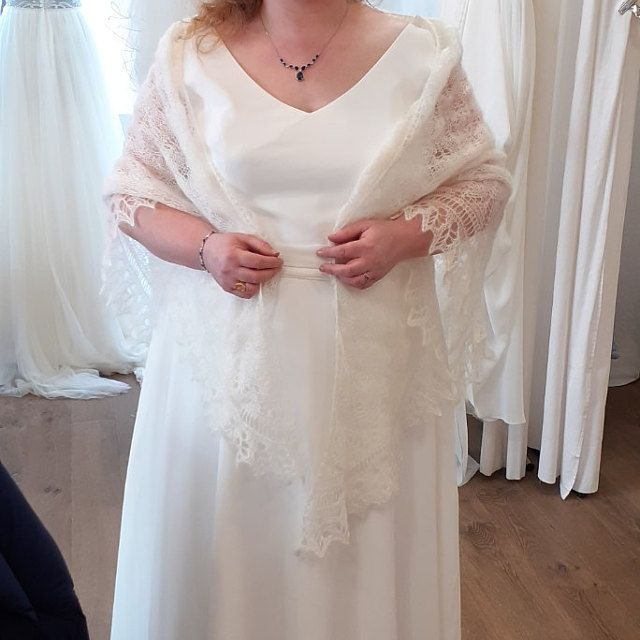 Knitted Wedding Laces Shawl Ivory Wedding Shawl Merino Wool Etsy In 2020 Bridal Wrap Wedding Shawl Shawls And Wraps
