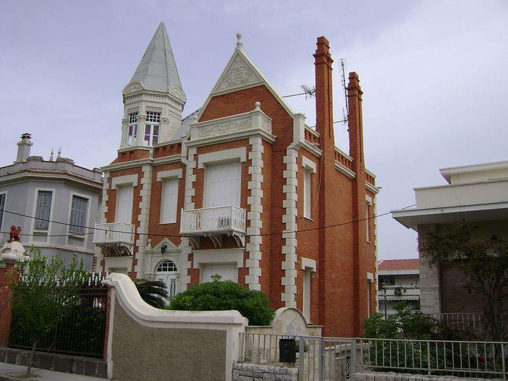 English-style red brick house, El.Venizelou street, Souradha, Mytilini (12-04-2008).jpg